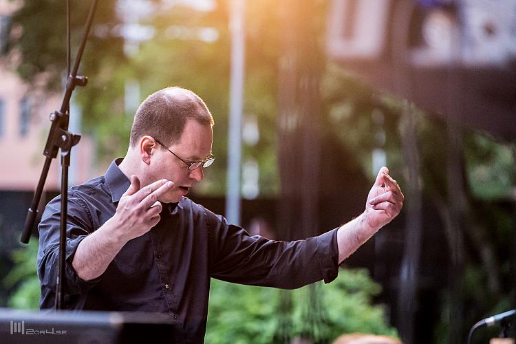 Mats Engström dirigerar
